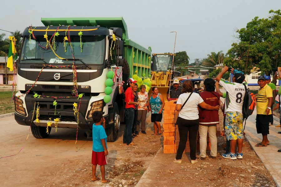 Social life in Yuyapichis: Inauguration of a dump truck for local road construction